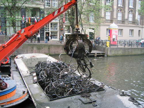 Le Bici di Amsterdam prelevata dalla Gru