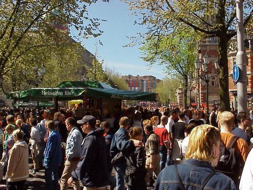 Amsterdam, il Giorno della Regina, Gente in Festa