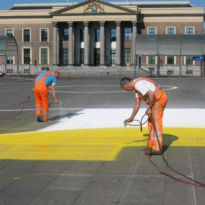 Henk Hofstra : l'artista al tegamino, uomini al lavoro
