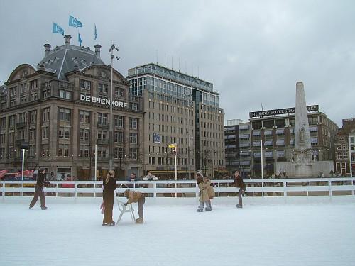Amsterdam Case, pista di pattinaggio su Ghiaccio